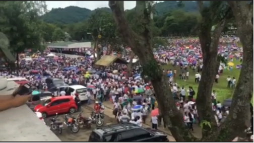 "Screenshot from the video in ""Thousands flock to UPLB to get P1M each 'from Marcos wealth'"" by Kimmy Baraoidan & Maricar Cinco, published in Inquirer.net on September 24, 2017."
