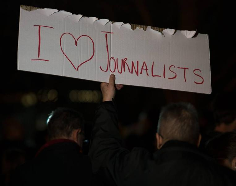 Sign: I Heart Journalists