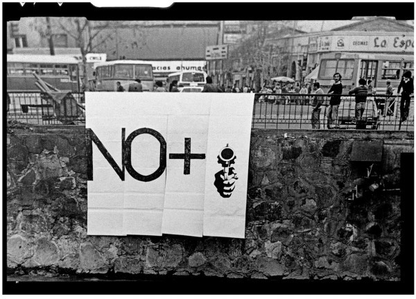 LOTTY ROSENFELD. No +, 1983: Foto: Jorge Brantmayer